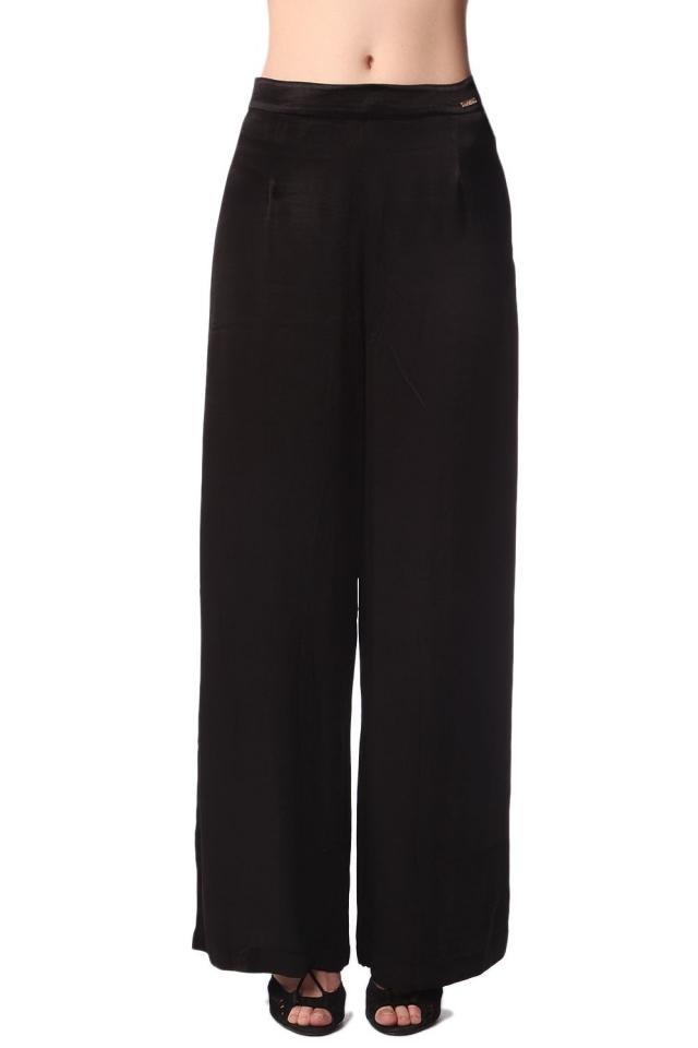 Pantaloni con fondo ampio in raso nero