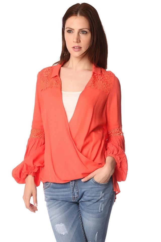 Camicia in modello a a portafoglio drappeggiata sul davanti arancio