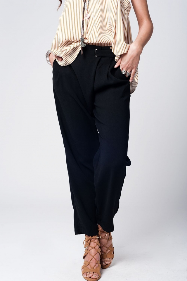 Pantaloni neri con gamba larga e dettaglio vita