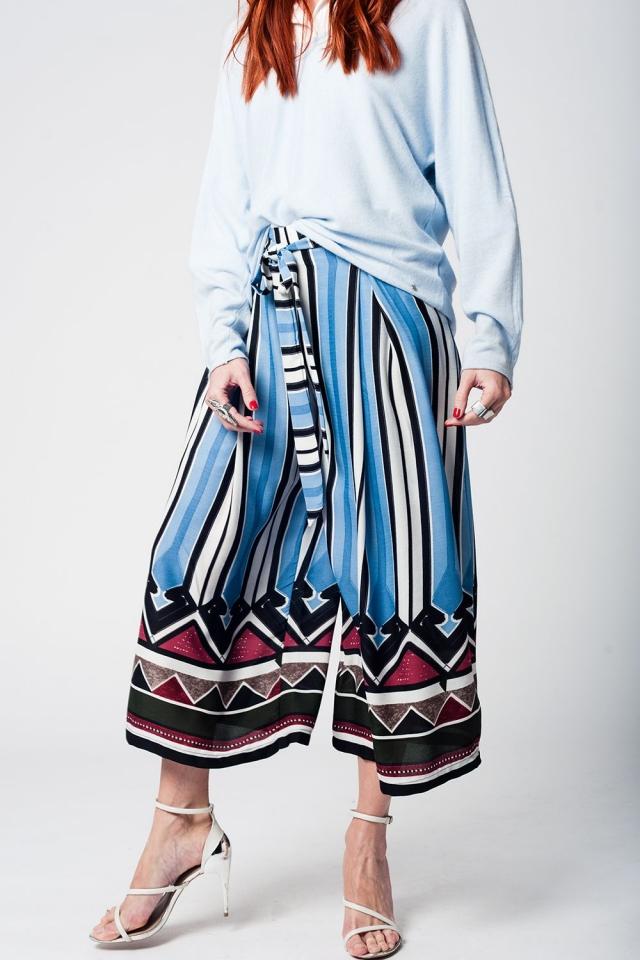 Pantaloni La metà gamba con strisce blu e dettaglio cintura