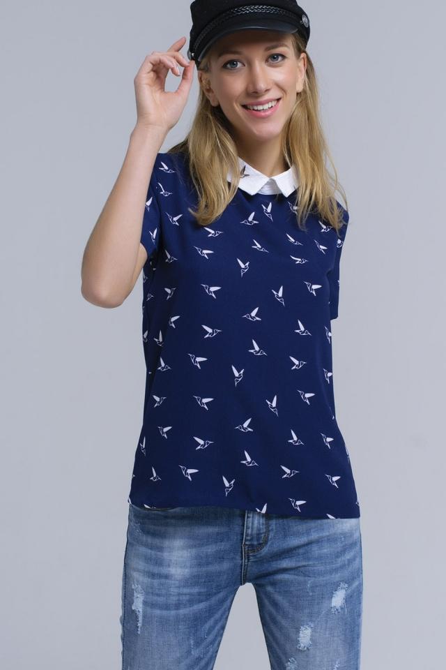 Camicia blu marino con uccelli stampati bianchi