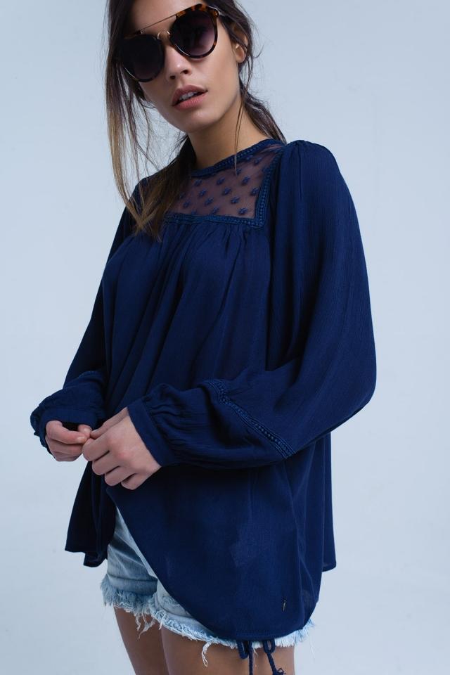 Blusa blu scuro con dettagli a contrasto