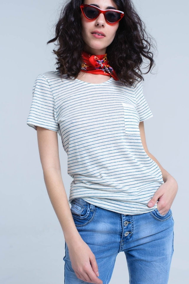 T-shirt crema con righe turchesi