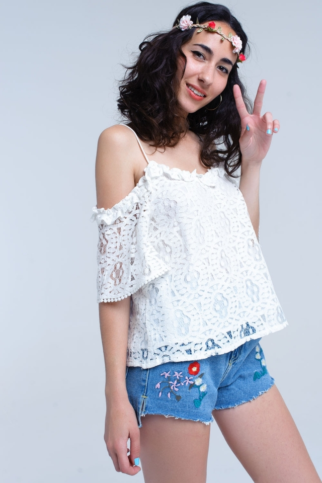 Top in pizzo bianco con spalle aeree
