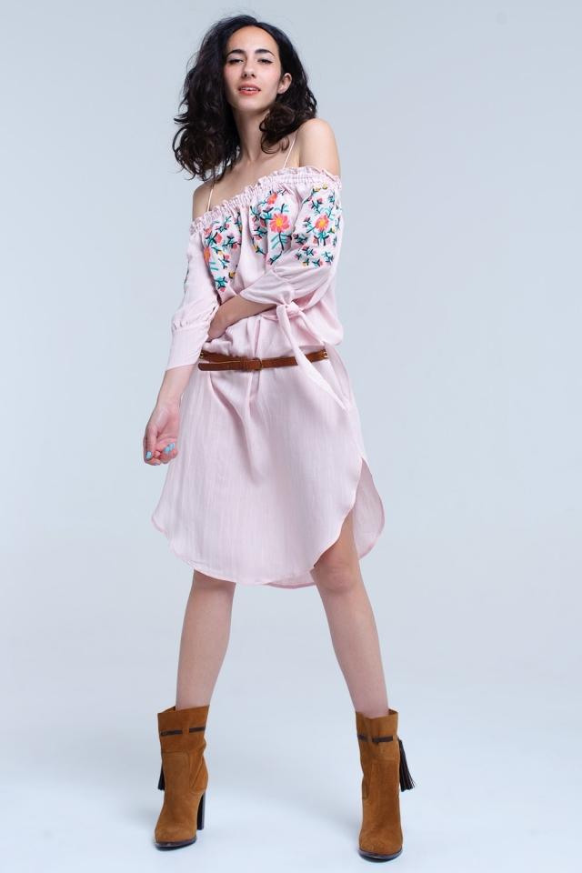 Vestito midi ricamato rosa sulla spalla