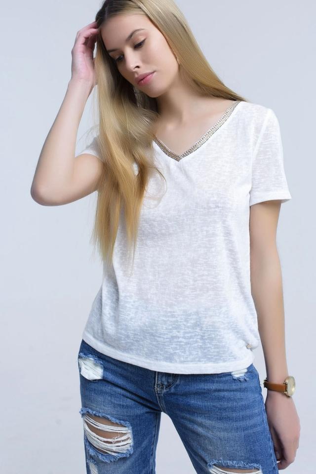 Maglietta bianca con ricamo sul collo