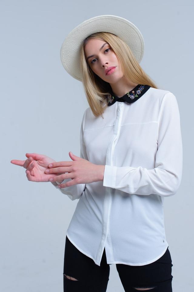 Camicia bianca con collo impreziosito