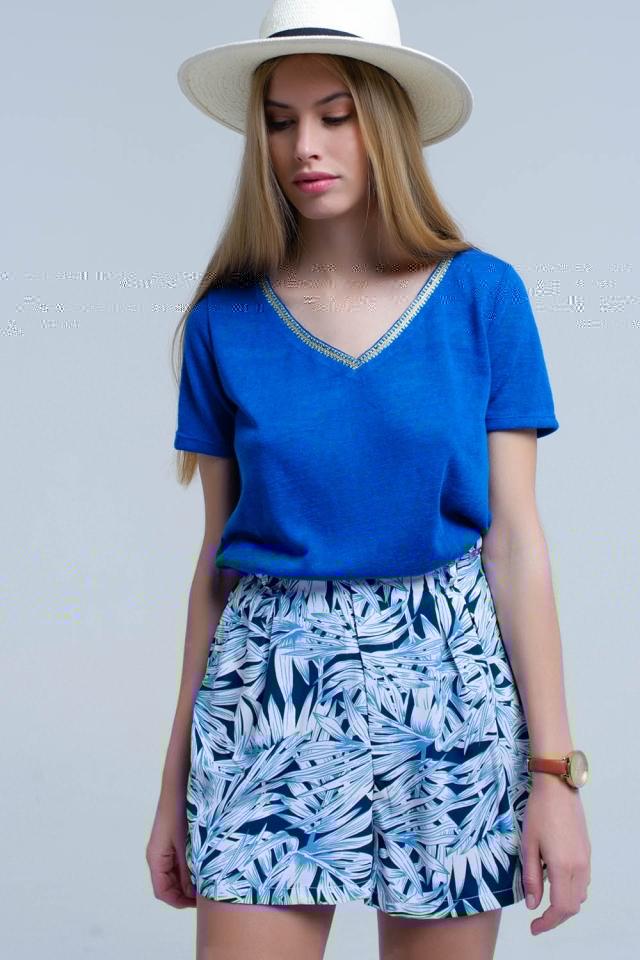T-shirt blu con ricamo sul collo