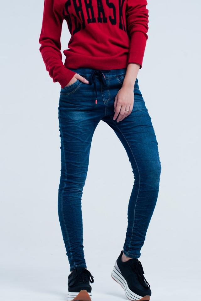 Boyfriend jeans scuri con elastico in vita