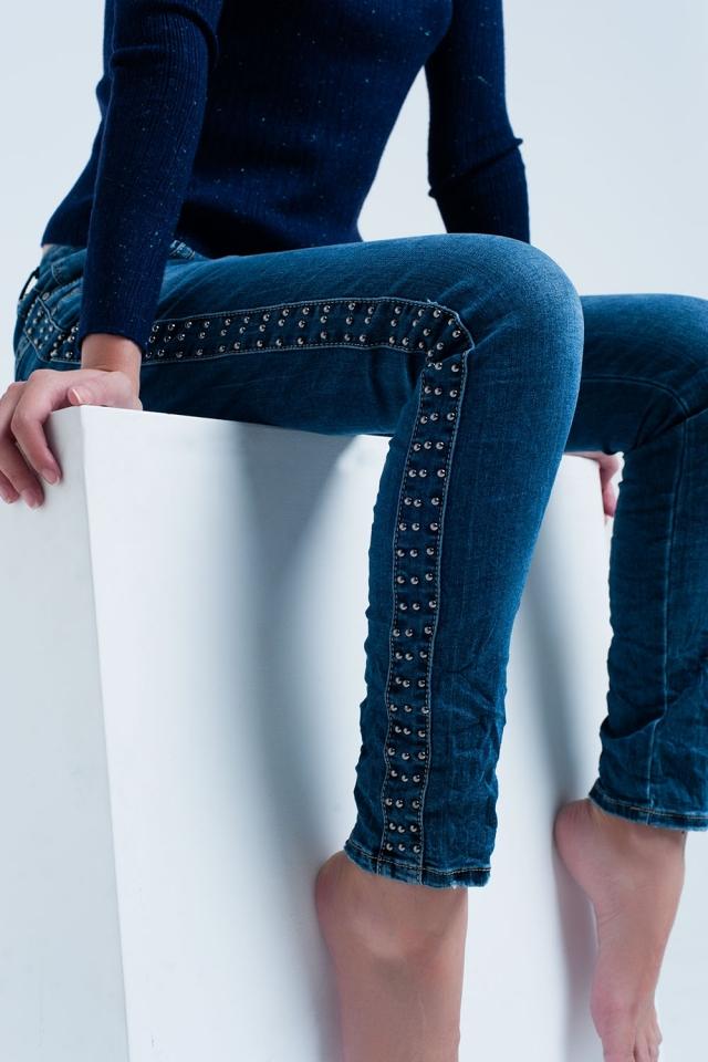 Blue jeans boyfriend con dettaglio di chiodini