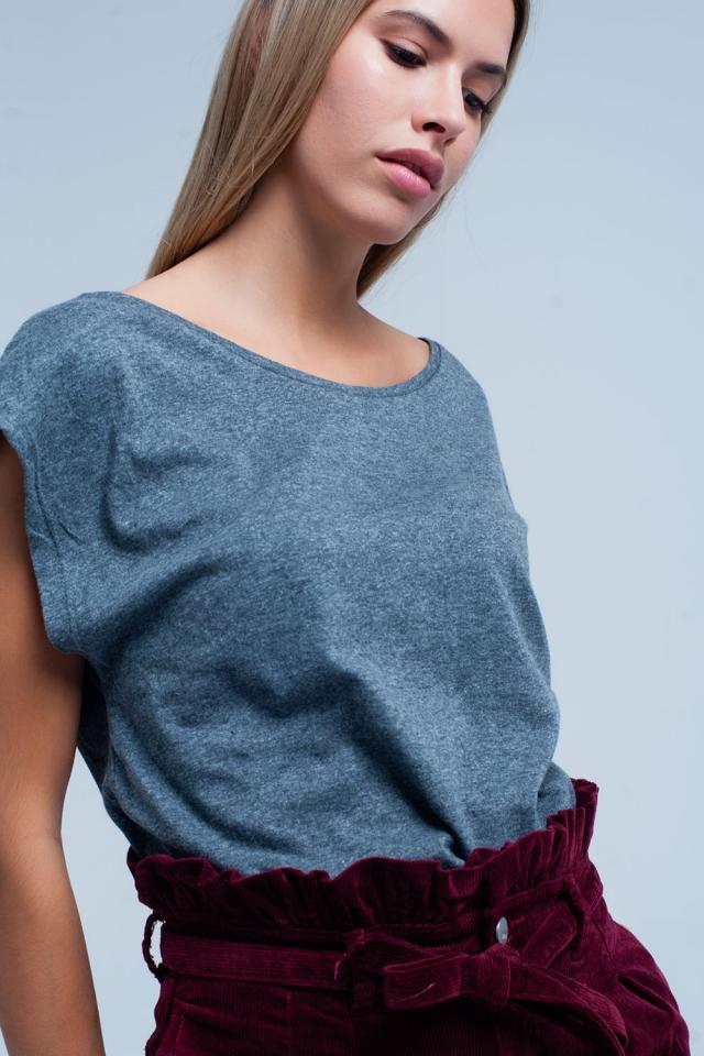 T-shirt grigio con scollo rotondo
