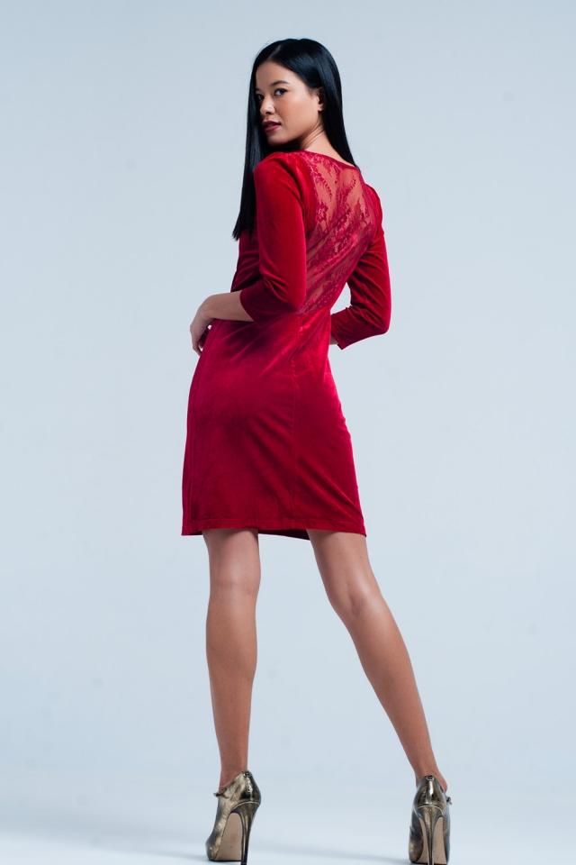 Mini abito di velluto rosso aperto indietro