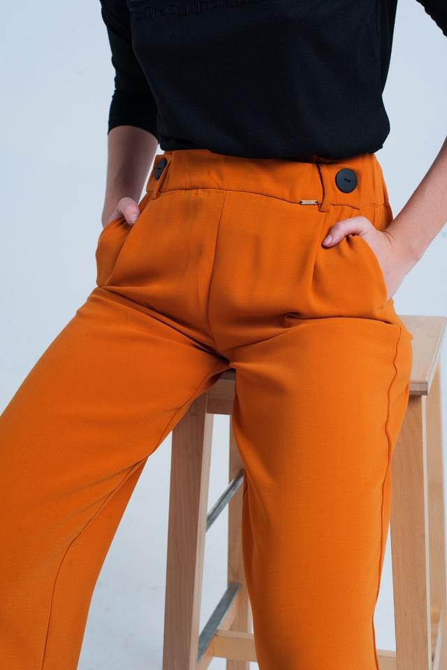 Pantalone largo e dritto arancione con bottoni