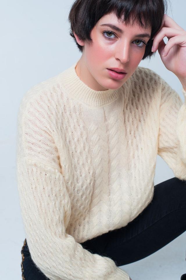 Maglione lavorato a maglia giallo con girocollo