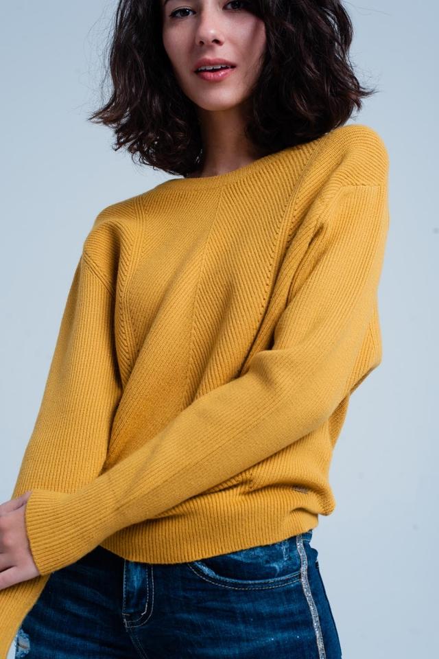 Maglione strutturato senape con girocollo