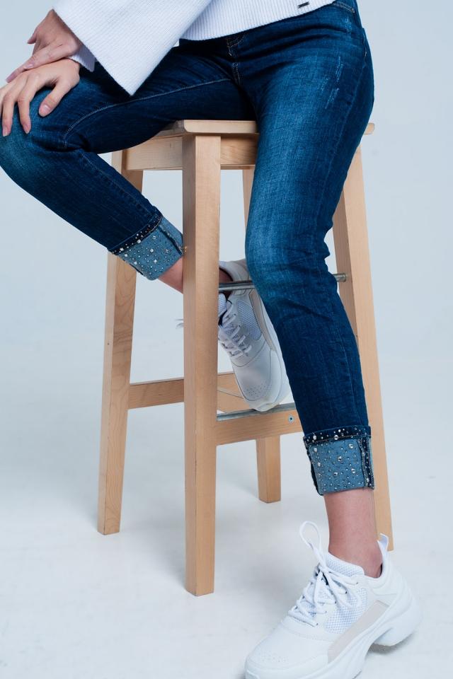 Jeans lavato oscuro con dettagli di strass