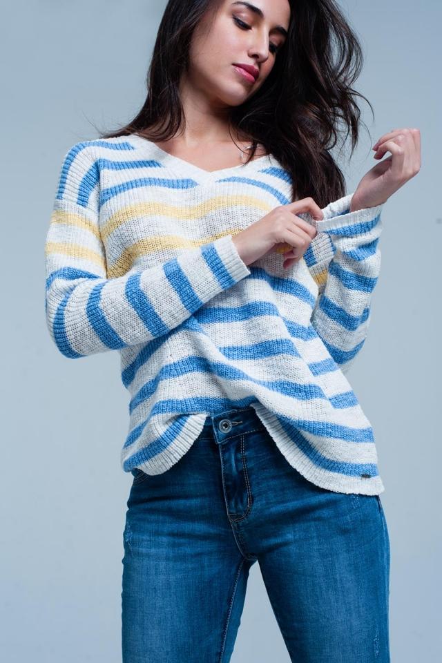 Maglione bianco con scollo a V a righe blu