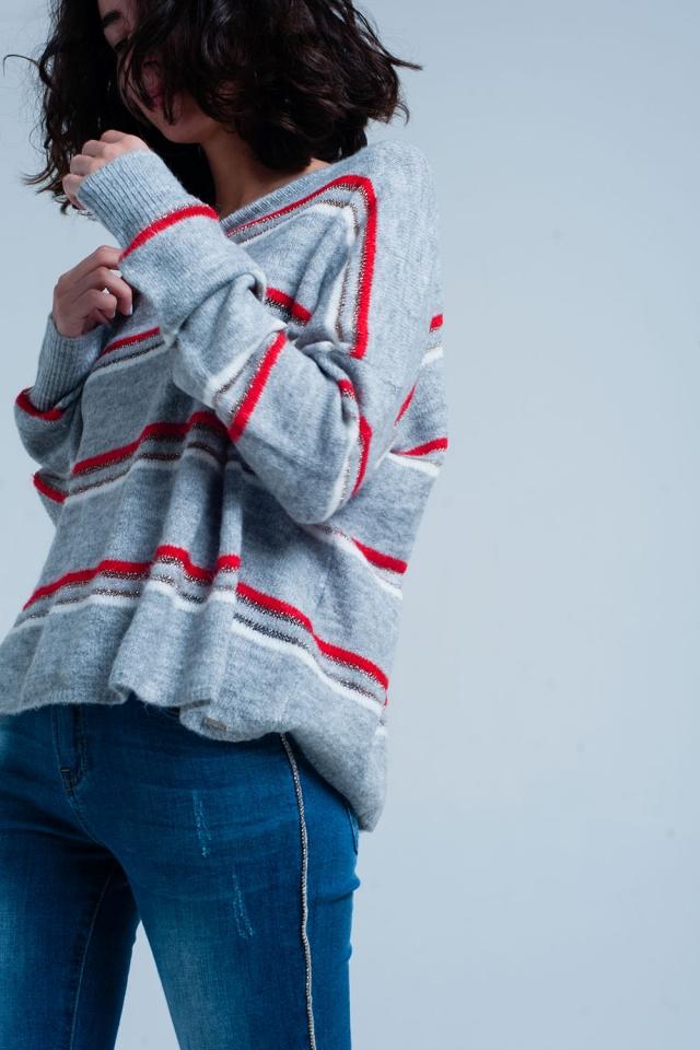 Maglione grigio con strisce glitter rosse