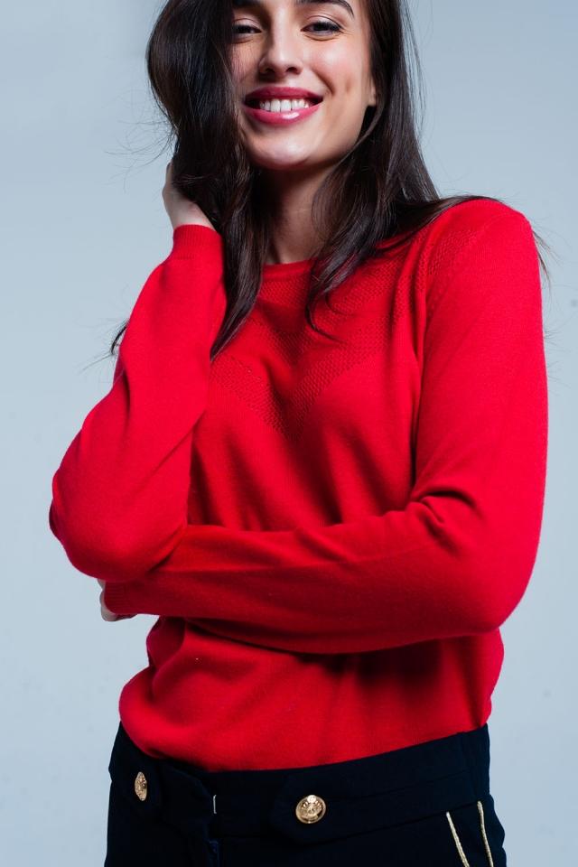 Maglione di lana rossa con dettagli testurizzati
