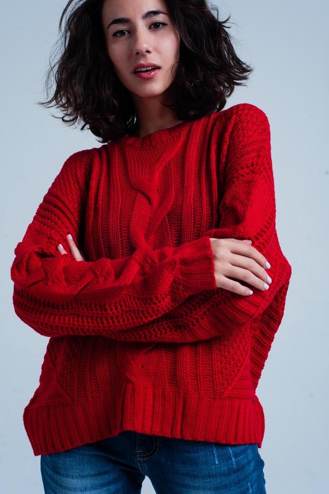 Maglione a trecce rosso con girocollo