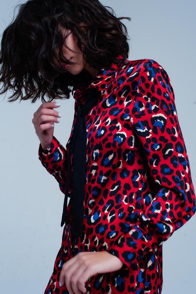 Abito con colletto rosso in stampa leopardata