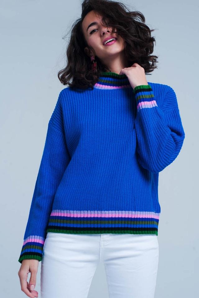 Maglione blu con dettagli a righe