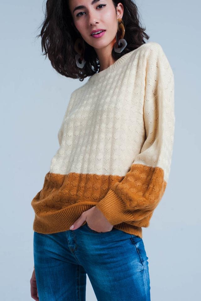 Maglione beige a colour block con maniche a palloncino