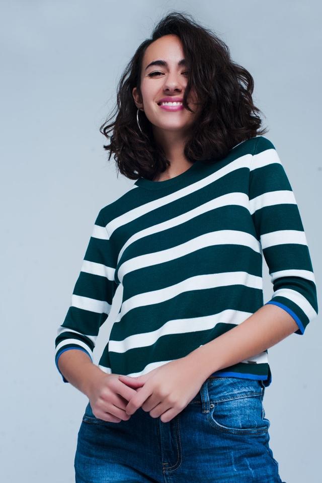 Maglione verde a righe con mezze maniche