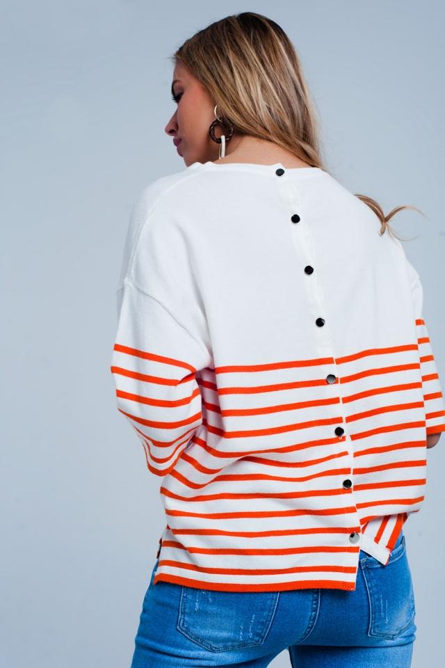 Maglione leggero con bottoni e strisce arancioni