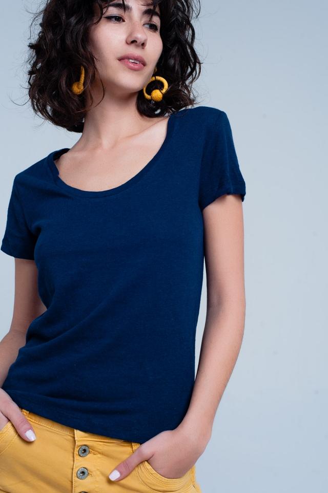 T-shirt colore navy con collo ampio