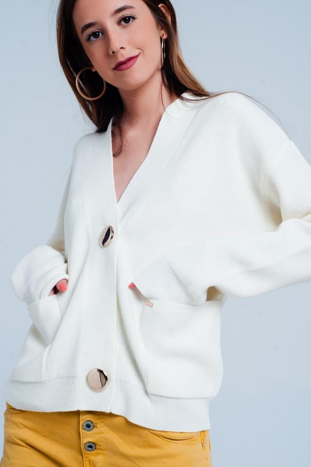 Cardigan colore crema a coste in maglia fine con bottoni