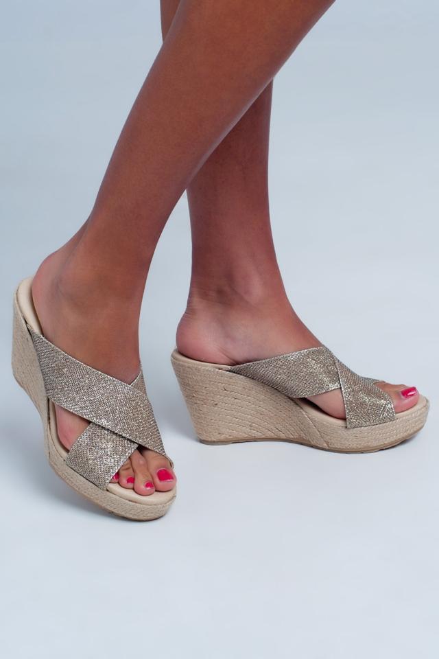 Sandali alta a incrocio in pelle colore oro
