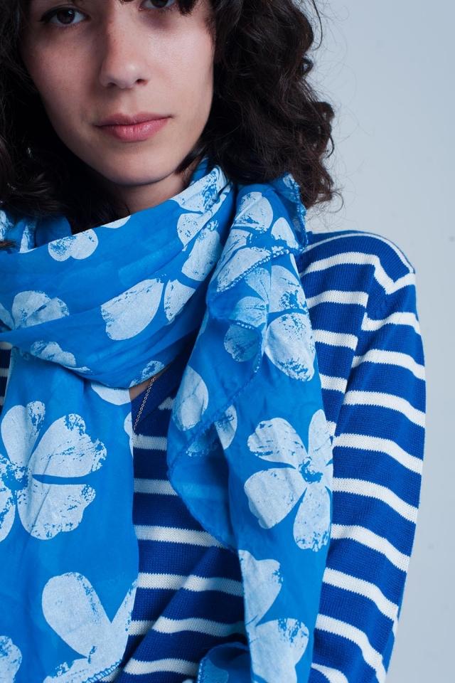 Sciarpa blu con stampa floreale