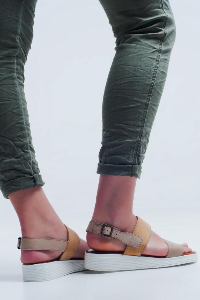 Sandalo flat beige con due cinturini