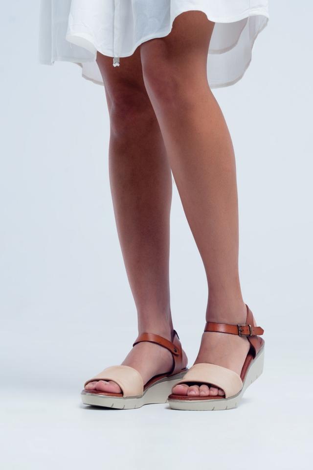 Sandali con zeppa in pelle color crema