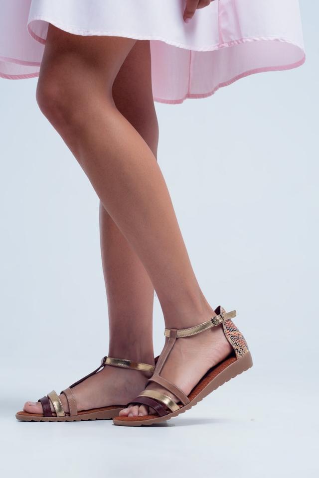 Sandali bassi con incroci in pelle color beige