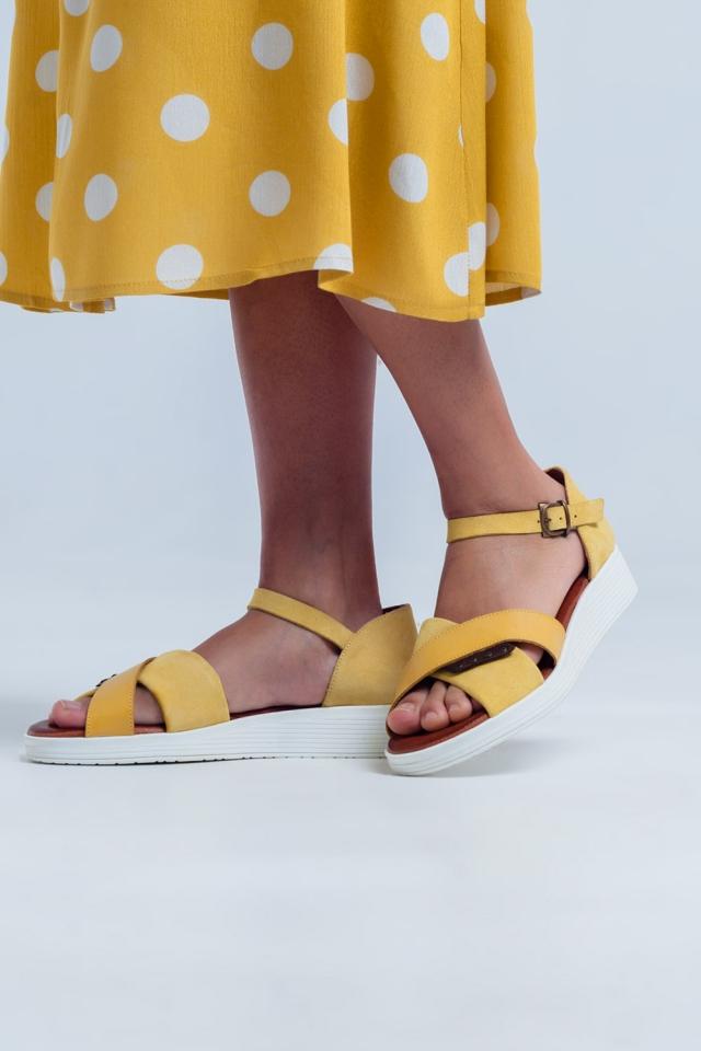 Sandali con cammello chiuso color ocra