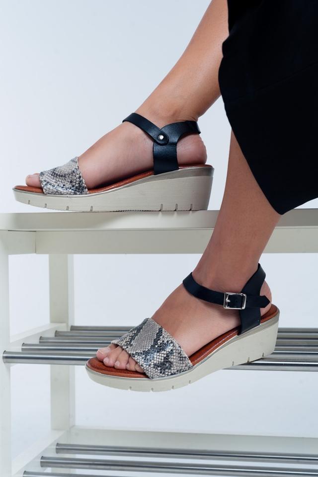 Sandali con zeppa in pelle color nero