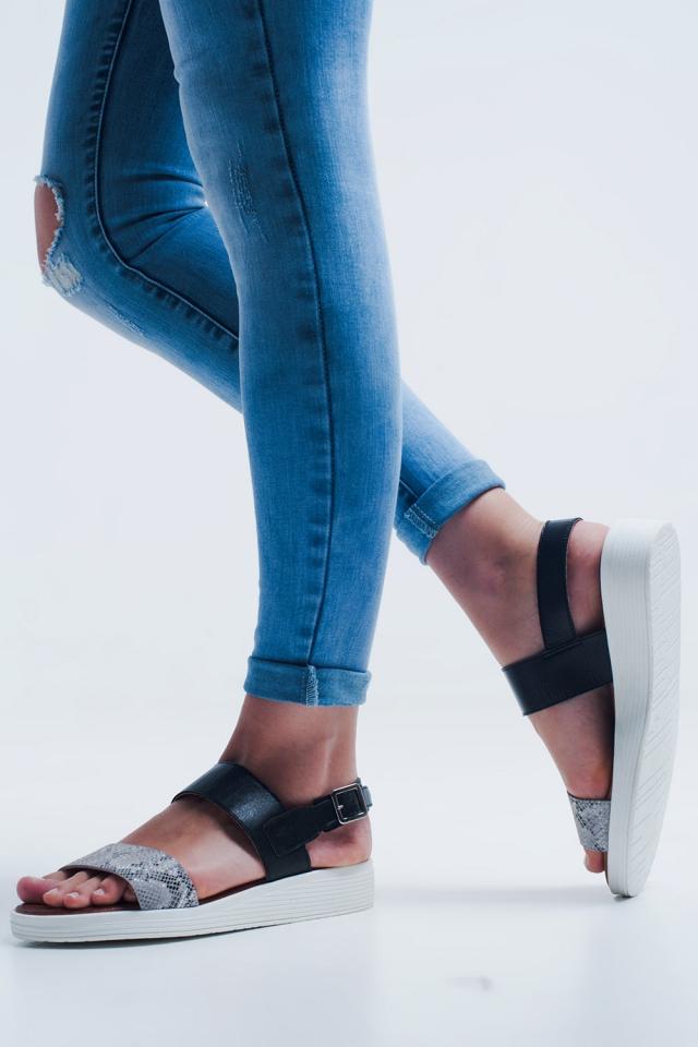 Sandalo flat nero con due cinturini