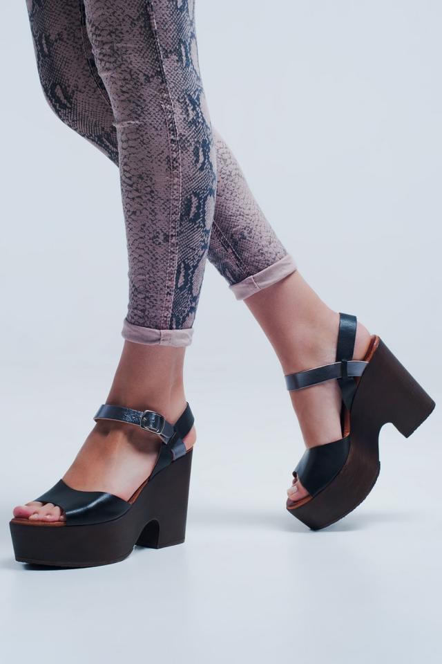 Sandali nero con tacco largo e cinturino sul retro