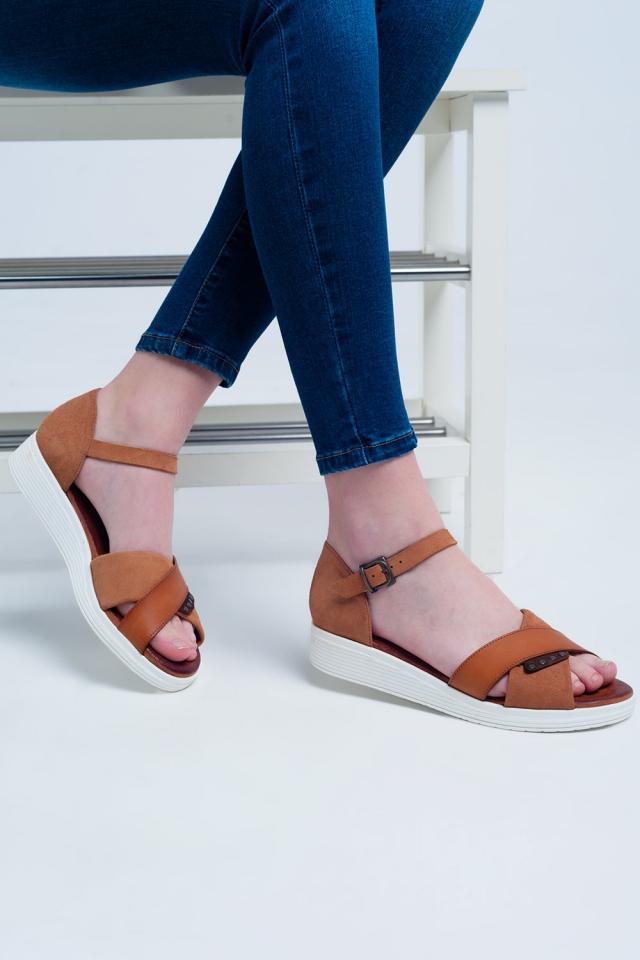 Sandali con cammello chiuso color cammello
