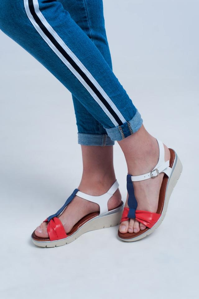 Sandali con zeppa colorati rosso e blu