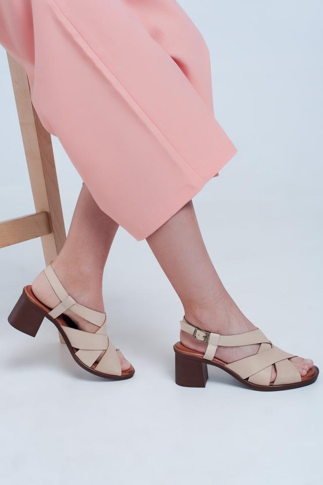 Sandali con tacco largo e cinturini incrociati beige