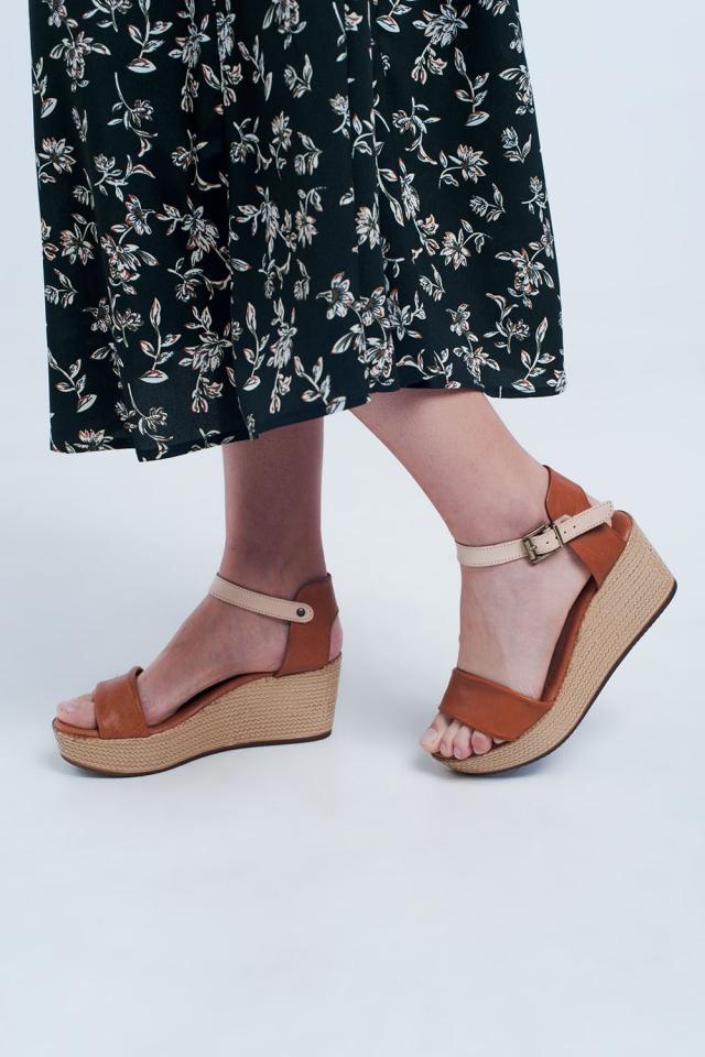 Sandali cammello con zeppa stile espadrilles e listini
