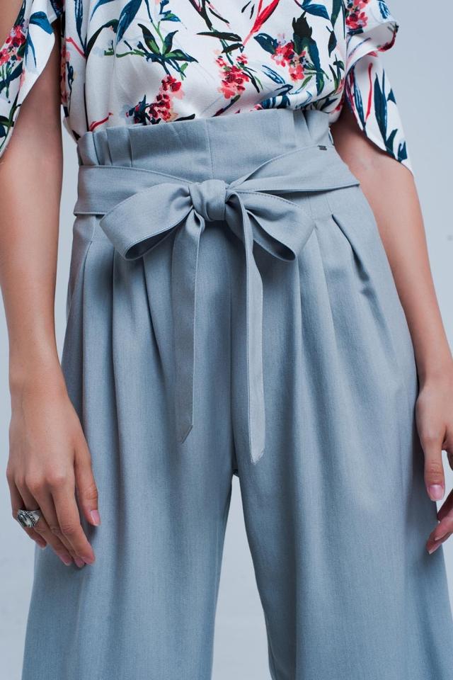 Pantaloni grigio a fondo ampio con pieghe paperbag