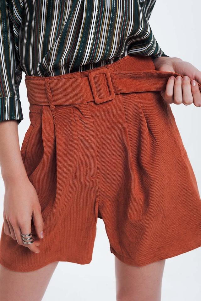 Pantaloncini a coste arancioni con cintura