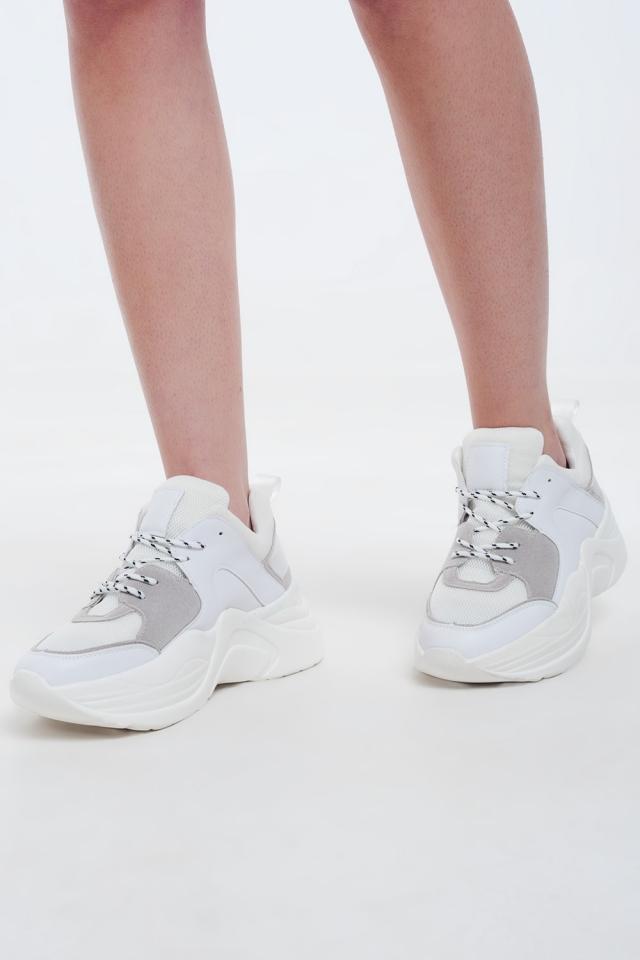 Sneakers bianche con dettagli in grigio e crema