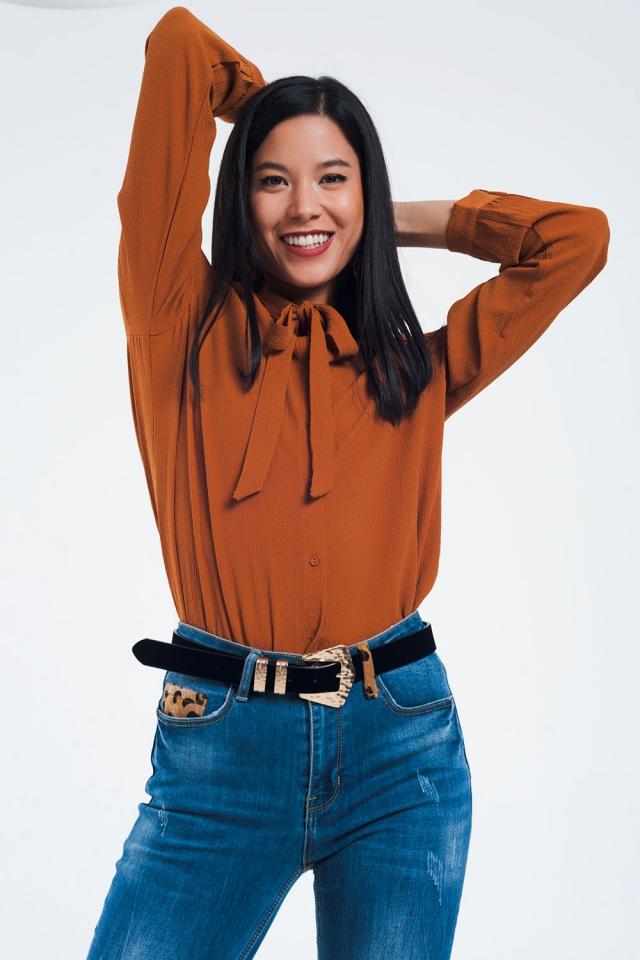 Camicia con pizzo e bottoni in arancione