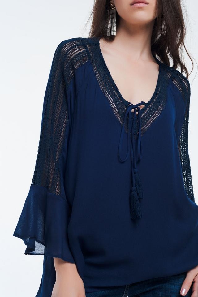 Camicia blu navy con dettagli all'uncinetto