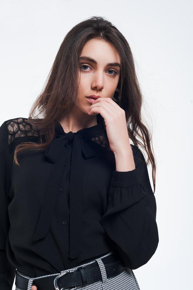 Camicia button-down nera con dettagli in pizzo